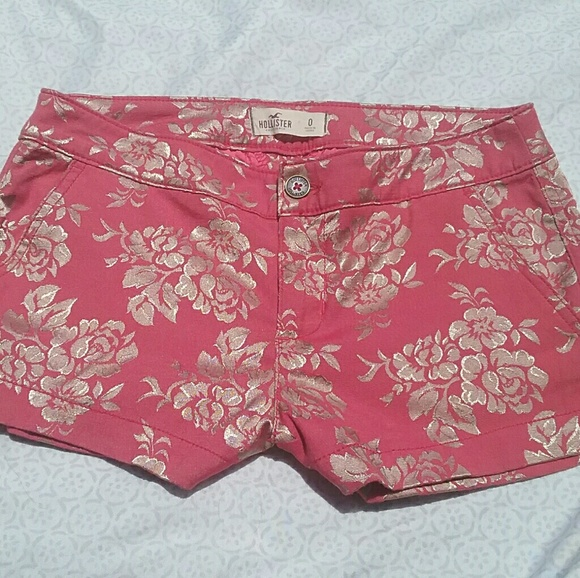 Hollister Pants - Floral Hollister shorts